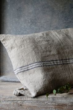 ~~~~~This grain sack pillow has so much texture~~~~