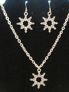 Pretty starburst themed jewelry set, for more info or to purchase double click on picture