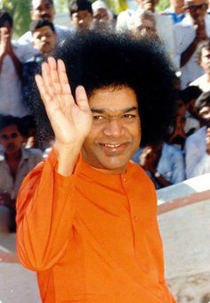Don't come crying to me saying you have a big problem! Tell your problem 'Hey! I have a big loving swami ! Do you dare?'  Hahahahaha that smile ☺️