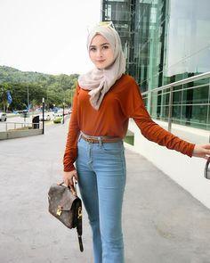 Not a perfect oo tee dee pic 💃🏻 Hijabi Girl, Girl Hijab, Hijab Outfit, Muslim Fashion, Hijab Fashion, Fashion Outfits, Womens Fashion, Beautiful Muslim Women, Beautiful Hijab