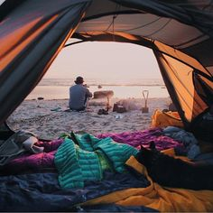 We could totally go for some Baltic Sea beach camping... #campingwithdogs @dtlsuvi