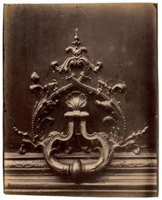 Door knocker, Hotel de Chateaubriand, 120, rue de Bac, Paris - 1902-1903 - Photo by Eugène Atget