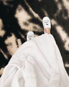 @punaviivi Joku siinä on et kun tämän outfitin heittää niskaan nii koko muu maailma unohtuu hetkeksi 🥋🧖🏼♀️🥂 amiright? 🙋🏼♀️ #miniloma #langvikhotel avainmerkintä Instagramissa • Kuvat ja videot Fur Slides, Slippers, Sandals, Mini, Instagram, Fashion, Moda, Shoes Sandals, Fashion Styles