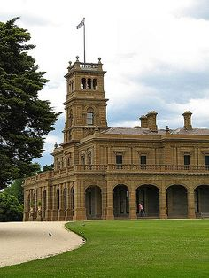 Werribee Park Mansion built in 1874 is still the largest private residence in Victoria. The beautiful Italianate styled mansion with Greek influence, is surrounded by more than 10 hectares of picturesque gardens. Amazing Buildings, Old Buildings, Famous Buildings, Interesting Buildings, Australia House, Melbourne Australia, Melbourne Victoria, Victoria Australia, Melbourne Architecture