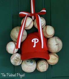 Tutorial on this clever DIY wreath to grace your doorway during baseball season. GO BRAVES!