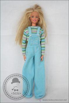 Muñeca Barbie Articulada con Peto Azul - Mattel, 1995 - Rubia y Ojos Azules - 29 Cm de Altura