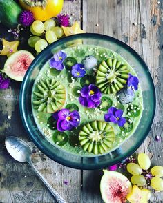 """7,131 mentions J'aime, 123 commentaires - ami   vegan   sydney (@the_sunkissed_kitchen) sur Instagram : """"Gooood morning . . . I haven't been well for the past few days, so have been """"crazing into green…"""""""