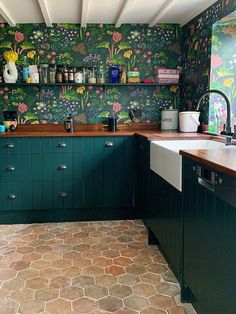 What makes a happy home? – Sophie Robinson At home with interior designer Sophie Robinson. Her bright and cheery hallway has dramatic bluewalls painted in Lapis by Zoffany, blue patterned tiles by Claybrook and a bright Rose stair runner by Roger Oates Interior Design Kitchen, Interior Decorating, Küchen Design, House Design, Design Ideas, Cuisines Design, New Kitchen, Green Country Kitchen, Country Kitchen Tiles