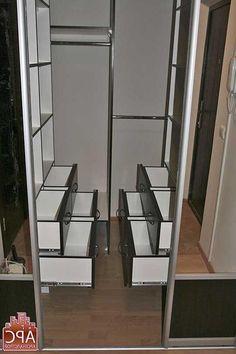 Для создания гардеробной системы можно выкроить место в любой комнате....