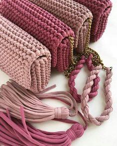 The next big thing: crochet bags - Salvabrani Free Crochet Bag, Love Crochet, Diy Crochet, Crochet Bags, Crochet Handbags, Crochet Purses, Knitting Yarn, Hand Knitting, Crochet Designs