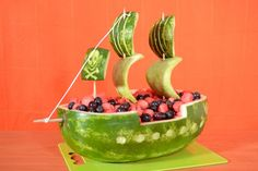 Carve a Watermelon Into a Pirate Ship Party Food - Best Pirate Birthday Party Food for Kids. Homemade pirate food ideas perfect for any age! Pirate Snacks, Pirate Food, Pirate Themed Food, Watermelon Carving, Watermelon Recipes, Fruit Basket Watermelon, Carved Watermelon, Watermelon Crafts, Fruit Carvings