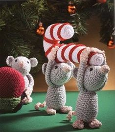 Cute country mice with candy cane Fall Crafts, Holiday Crafts, Diy And Crafts, Crochet Dolls Free Patterns, Amigurumi Patterns, Crochet Christmas Ornaments, Christmas Candy, Crochet Mouse, Diy Weihnachten