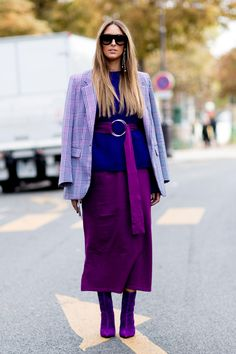 Sunday Street Style Pantone Colour Of The Year ultra violet Trend Fashion, Fashion Week Paris, Fashion Mode, Fashion 2018, Look Fashion, Spring Fashion, Autumn Fashion, Fashion Weeks, Fashion Outfits