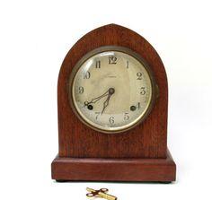 Vintage mantelpiece clock