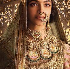 Deepikapadukone looking regal in Tanishq for the upcoming film Tanishq Jewellery, Rajputi Jewellery, Gold Jewellery, Bridal Jewellery, Real Gold Jewelry, Royal Jewelry, Jewelry Shop, Indian Jewelry Sets, India Jewelry