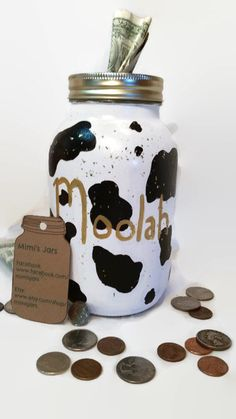 Print Piggy Bank is a perfect and cute way to teach your little ones how to save money and patience. It can be used as a wonderful and fun learning tool! But this bank isnt just for kids! Save up for that concert youve always wanted Mason Jar Projects, Mason Jar Crafts, Mason Jar Diy, Plastic Jar Crafts, Mason Jar Bank, Cow Craft, Coin Jar, Change Jar, Savings Jar