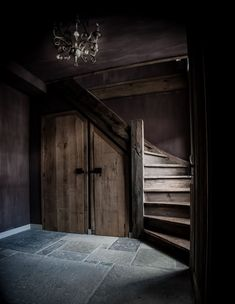 Castle Stones Vs Staircase From Old Hoffz Bänke . Dream Home Design, House Design, Castle Stones, Winder Stairs, Purple Rooms, Basement Stairs, Stone Flooring, Interior Exterior, Rustic Interiors