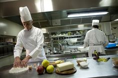 Al Comano Cattoni Holiday potrai vivere una vera esperienza del gusto grazie ai piatti elaborati dei nostri chefs #gourmet #trentino #holiday #gusto #tavola #food