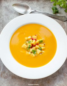 Zupa dyniowa z salsą z mango Soup Recipes, Snack Recipes, Cooking Recipes, Healthy Recipes, Snacks, Healthy Food, Mango, Thai Red Curry, Food To Make