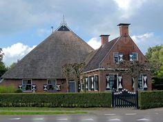 Monumentale Boerderij te Twijzel. Friesland. Eigen Bayke foto. The Netherlands