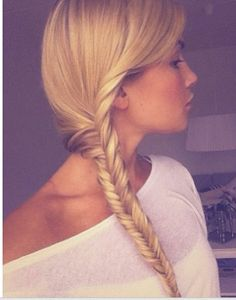 The last person that pinned this in the description box had said: braid and I like wuh?!? I am pretty sure this is a fishtail