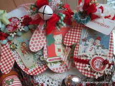 I see these more as package gift tags or name tags/favors at the table. Vintage Christmas Crafts, Retro Christmas Decorations, Christmas Paper Crafts, Homemade Christmas, Diy Christmas Gifts, Christmas Projects, Holiday Crafts, Christmas Holidays, Christmas Cards