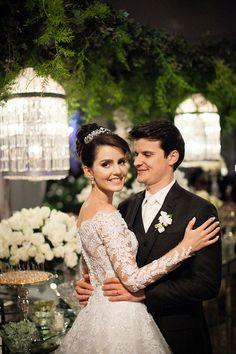 Luciana e Luiz Eduardo tiveram um casamento clássico em Marília, interior de São Paulo, orquestrado por Babi Leite. Os dois se conheceram através da irmã e
