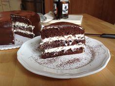 Recept na Čokoládový dort s tvarohovým krémem z kategorie : Na kakaový korpus o průměru 23 cm si připravte: 6 větších vajec, bílky a žloutky odděleně,...