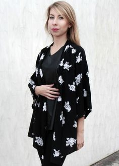 www.killmint.com  Japan. Style. Kimono. Japan Style, Vintage Shops, Floral Tops, Kimono, Shopping, Women, Fashion, Moda, Top Flowers