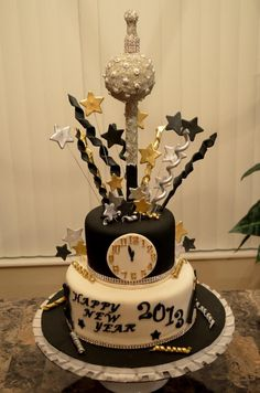 New Year s Eve Clock Cake  To view the tutorial  please visit http     New years cake   For all your cake decorating supplies  please visit  craftcompany co