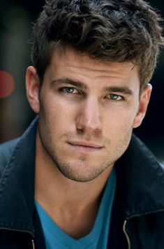Austin Stowell played the disabled veteran Kyle in A Dolphin's Tale