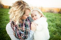 Fall family photography session, mother daughter photos, what to wear for family photos.