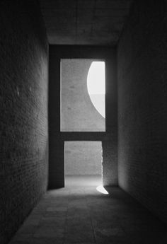 Indian Institute of Management. 1962-74. Ahmedabad, Gujarat, India. Louis Kahn.