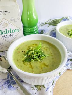 Vegan cream of celery soup with dill is the perfect spring dish. Garnished with a dill and celery salad it tastes like spring. But hearty and war Easy Soup Recipes, Lunch Recipes, Vegetarian Recipes, Free Recipes, Non Dairy Dinner, Spring Onion Soup, Celery Salad, Cream Of Celery Soup, Vegan Soups