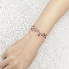 """#tattoo#tattoos#tattooing#tattoowork#flowertattoo#blackwork#backtattoo#타투#여자타투#손목타투#armtattoo#꽃타투#꽃타투#타투이스트꽃#tattooistflower  꽃찌  birth flowers"""
