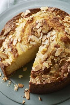 This delicious cake is an Italian classic and is lovely with a cuppa or served with cream as a dessert. Any ripe but firm pears will work. Pear and almond cake Pear And Almond Cake, Pear Cake, Almond Cakes, Apple Cake, Pear Recipes, Baking Recipes, Cake Recipes, Pear Dessert Recipes, Vitamix Recipes
