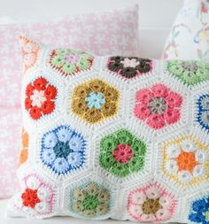 crochetafpillow011.jpg