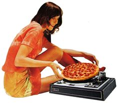 Pizza sounds better than vinyl Sauce Tomate Pizza, Pizza Life, Pizza Pizza, Pizza Branding, Logos Retro, I Love Pizza, Creepy Pictures, Edible Food, Collage Art