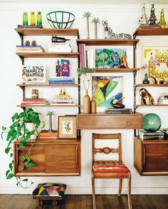 MIX MASTER Are you thinking what I'm thinking: what's a jungalow? 'I call my home a jungalow because it's wild like the jungle, but cosy and Decor, Sweet Home, Boho Decor, Shelves, Interior, Maximalist Decor, Home Decor, House Interior, Bohemian Decor