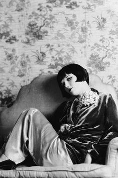 Louise Brooks, photographed by Eugene Robert Richee, 1928. S)