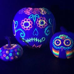 These glow in the dark pumpkins are an awesome no-carve pumpkin decorating idea. It's fun and easy to make glow in the dark pumpkins. Using Tulip Dimensional Fabric paint you can create fun halloween pumpkins that look great on display. Pumpkin Art, Cute Pumpkin, Pumpkin Crafts, Sugar Skull Pumpkin, Non Carving Pumpkin Ideas, Fun Pumpkin Carving Ideas, Pumkin Ideas, Sugar Skull Decor, Pumpkin Carving Party
