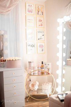Pink Walk in Closet & Beauty Room Reveal Room Design Bedroom, Girl Bedroom Designs, Room Ideas Bedroom, Cute Room Ideas, Cute Room Decor, Bedroom Decor For Teen Girls, Teen Room Decor, Aesthetic Room Decor, Pink Room