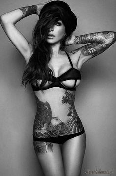 12 raisons pour lesquelles il vous faut absolument trouver une fille tatouée pour partager votre vie...