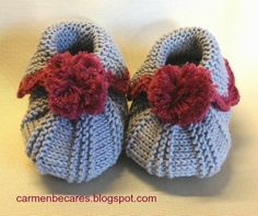How to DIY Cute Pom-pom Decorated Knitted Baby Booties Baby Knitting Patterns, Baby Hats Knitting, Knitting For Kids, Knitting Yarn, Knitting Projects, Crochet Projects, Knitted Booties, Baby Booties, Tricot Baby