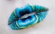 Peacock lip art. - Source: Bendrix got this from  @Diane Freyer Hockstad (uploaded)
