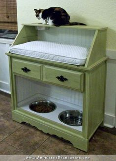 Cat Food Station How awesome is this? A pet station made from an old secretary's desk! Pet Station, Cat Feeding Station, Dog Feeding, Food Stations, Pet Furniture, Cat Room, Pet Beds, Dog Cat, Pet Food