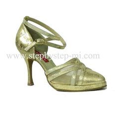 scarpa chiusa in pelle oro con zeppetta, suola in bufalo, tacco 100 #stepbystep #ballo #salsa #tango #kizomba #bachata #scarpedaballo #danceshoes #cute #design #fashion #shopping #shoppingonline #glamour #glam #picoftheday #shoe #style #instagood #instashoes #sandals #sandali #strass #rhinestone #instaheels #stepbystepshoes #cute #salsaon2 #oro #gold