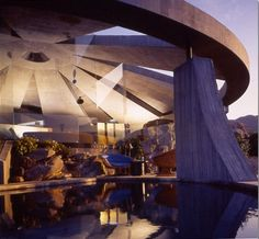 "The James Bond House in Palm Springs as seen in ""Diamonds Are Forever"" - Baustil Organic Architecture, Amazing Architecture, Architecture Design, Futuristic Architecture, Landscape Architecture, John Lautner, James Bond, Palm Springs, Architectural Technologist"