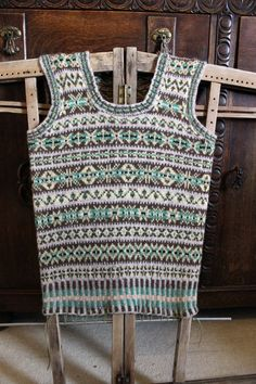 Continuing from today's WOVEMBER WORDS, this evening we have a wonderful piece by Ella Gordon on the joys of using a traditional Shetland jumper board. This piece was originally published her… Fair Isle Knitting Patterns, Knitting Paterns, Fair Isle Pattern, Vest Pattern, Lace Knitting, Knitting Projects, Knit Crochet, Knitting Ideas, Wooly Jumper