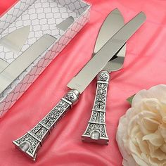 Eiffel Tower Cake Set features a cake knife and server in an Eiffel Tower design. Eiffel Tower Wedding Cake Server wll add Parisian flair to your reception. Parisian Cake, Cake Paris, Parisian Wedding, French Wedding, Blue Wedding, Dream Wedding, Paris Torre Eiffel, Paris Eiffel Tower, Tour Eiffel